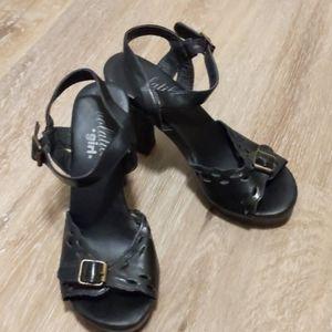 ⭐ Volatile black heel sandals